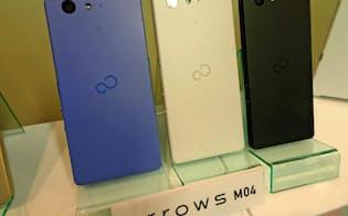 国内シェア5位の携帯電話事業を売却する方針(写真は富士通の「アローズM04」)