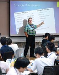 米国から大学入試の専門家を招いて開かれたセミナー(8月、大阪府吹田市の大阪大)
