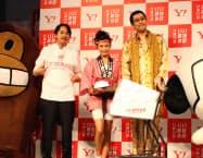 「いい買物の日」の概要を発表したヤフーの川辺副社長執行役員(左)ら(16日、東京都)