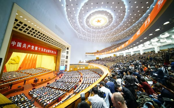 共産党大会が開幕した人民大会堂(18日午前、北京)=小高顕撮影