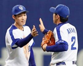 中日は京田(左)が遊撃に定着したのはせめてもの救い=共同