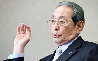 インタビューに答える中村邦夫パナソニック相談役