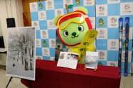 長野県のPRキャラクター「アルクマ」もスキーの魅力をアピールした(20日、長野県庁)