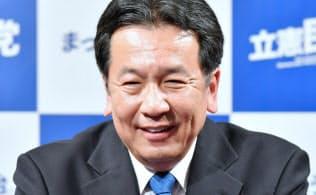 開票センターで笑顔を見せる立憲民主党の枝野代表(22日午後、東京都港区)