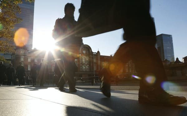 働き方改革の取り組みの1つとして注目される「週休3日制度」は定着するのだろうか(東京・丸の内)