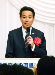 東京都内で講演する民進党の前原代表(25日午後)=共同