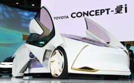 トヨタ自動車のコンセプトEV「トヨタ コンセプト愛i」(25日午前、東京都江東区の東京ビッグサイト)