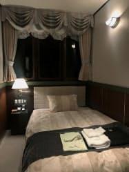 JR西は寝台特急をイメージした客室も提供する