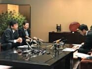 新潟県の米山知事(右)を訪問した東電HDの小早川社長(左)