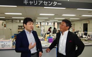 キャリアセンターには学生の生の声が集まってくる(東京都豊島区の学習院大学)