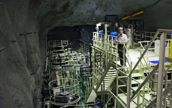 スーパーカミオカンデにガドリニウムという元素を投入し、昔の星の大爆発で生じたニュートリノの検出感度を高める
