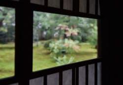 江戸初期のものとされるガラスをはめ込んだ窓