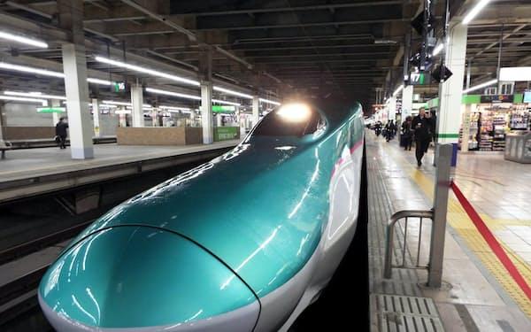 北海道へ向かう新幹線「はやぶさ」(JR大宮駅)