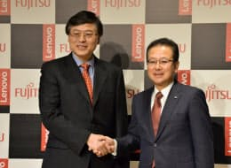 レノボ・グループのヤン・ヤンチン会長兼最高経営責任者(CEO)と富士通の田中達也社長はパソコン事業以外での連携も強調した(2日、東京都港区)