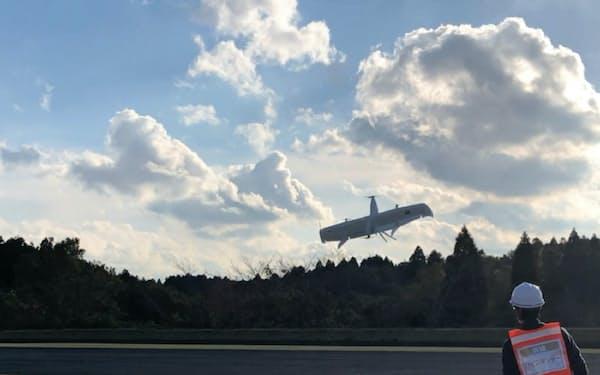 米スウィフトとコエイドが実施したドローンを使ったAEDの緊急輸送デモ(7日、千葉県市原市)