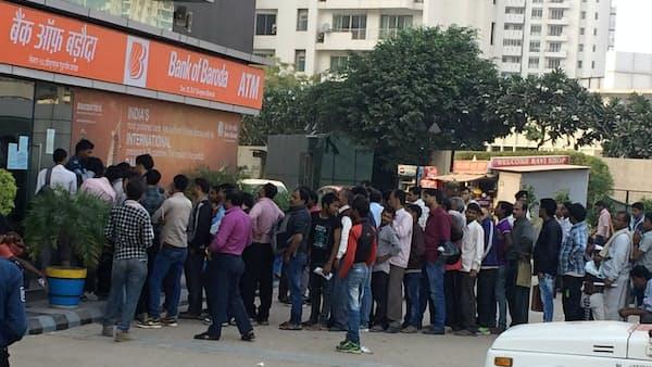 インド高額2紙幣廃止1年、経済に打撃でも庶民の支持