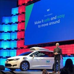 公道で自動運転車の無人走行を始めたことを発表したウェイモのジョン・クラフチック最高経営責任者(7日、リスボン)