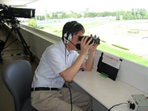札幌競馬場で実況する筆者