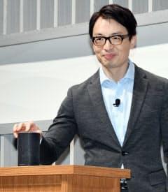 AIスピーカー「アマゾンエコー」を発表するアマゾンジャパンのジャスパー・チャン社長(8日午後、東京都渋谷区)
