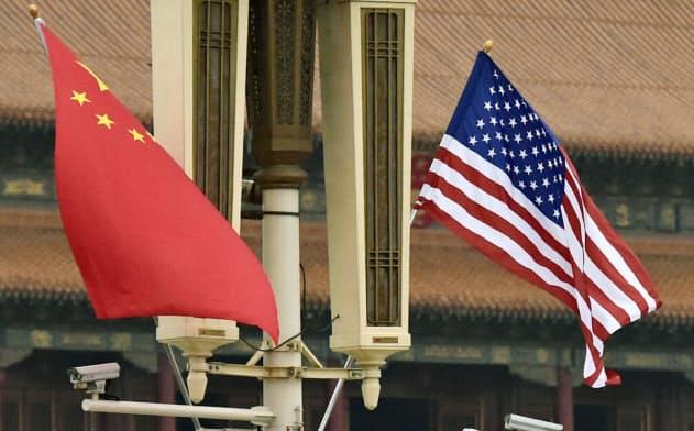 中国政府?#24076;?#26376;下旬に「新時代の中国の国防」と題した国防白書を発表した=共同