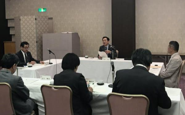 9日、京都府の民泊条例を検討する有識者会議の初会合を開いた(京都市上京区)