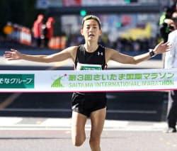 2時間31分10秒で日本勢最高の5位に入った岩出玲亜(12日、さいたまスーパーアリーナ)=共同