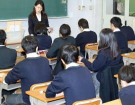 都立桜修館中等教育学校で行われた「大学入学共通テスト」の試行調査(11月、東京都目黒区)