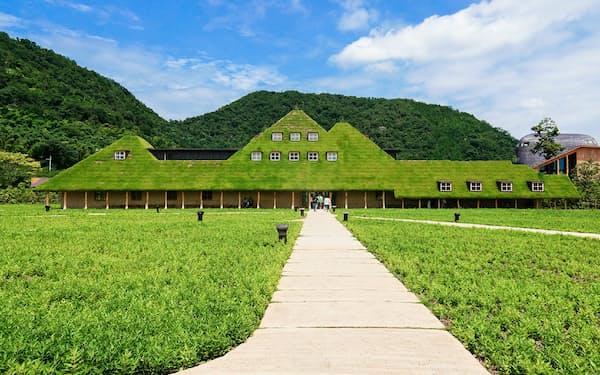 年間220万人以上の人が訪れる「ラ コリーナ」。甲子園球場の約3個分の広さだ(滋賀県近江八幡市)