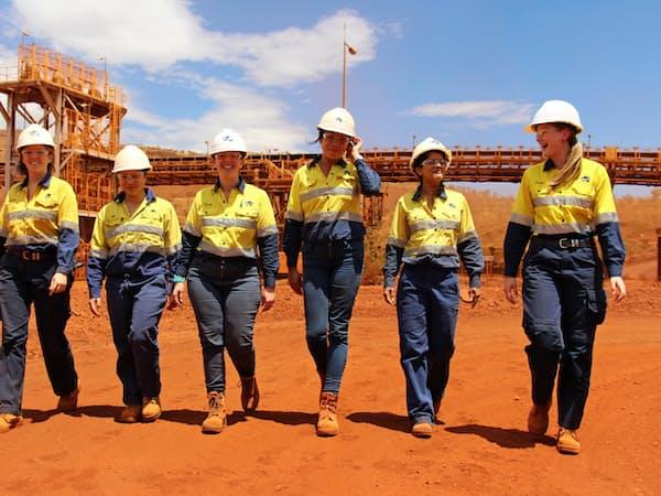 ソロモン鉱山では、エンジニアや地質学者などの女性が活躍する(西オーストラリア州)