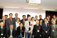 日本MITベンチャーフォーラムのビジネスプランコンテストで最優秀賞になったAGREE(アグリー)の伊藤俊一郎社長(中央)