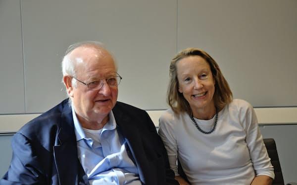 ノーベル経済学者のアンガス・ディートン・プリンストン大学教授(左)と妻のアン・ケース・プリンストン大学教授
