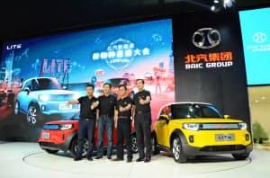 新エネルギー車では中国メーカーが先行する(北京汽車集団が17日に発売した新型EV「LITE」、広州市)