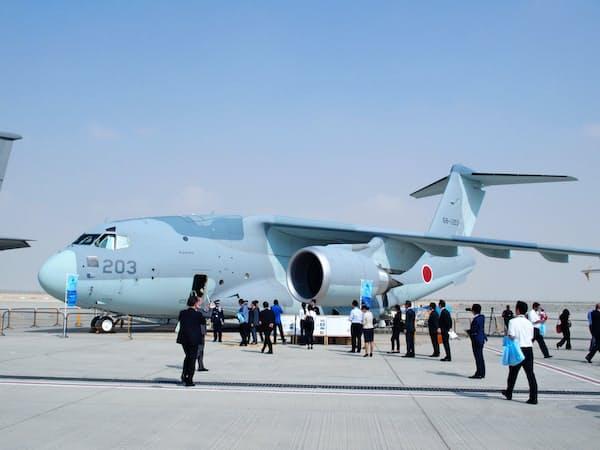航空自衛隊が海外で初展示した新型輸送機「C2」(12日、ドバイ)