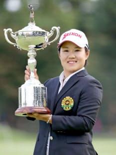 プロに転向した畑岡は日本女子オープンを連覇した=共同