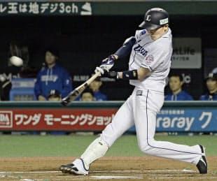 源田は課題とみられていた打撃でも球団の新人記録を塗り替える155安打を放った=共同