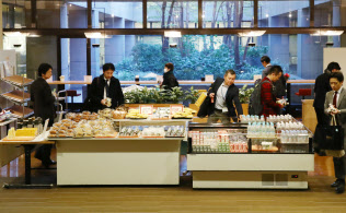 「朝型勤務」を導入する伊藤忠商事は社員に無料の朝食を用意する