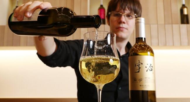 ワイングラスに注ぐと、まろやかな香りが広がった