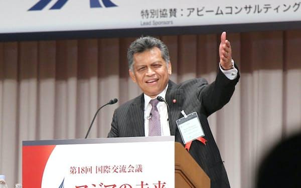 日本経済新聞主催の国際交流会議「アジアの未来」には常連の講師として幾度も登壇し、アジアの行く末について熱弁を振るった(2012年、東京・千代田)