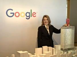 グーグル日本法人の本社移転を発表する米アルファベットのルース・ポラット最高財務責任者(17日午前、東京都渋谷区)