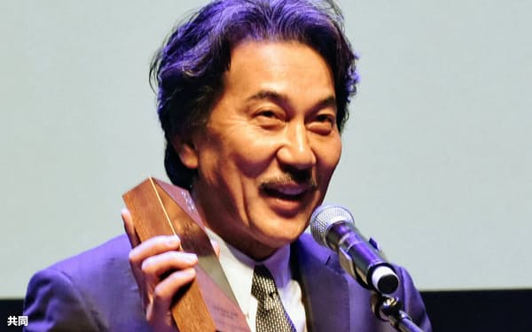 シンガポール国際映画祭でシネマ・レジェンド賞を受賞した役所広司さん(シンガポール)=共同