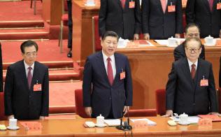 中国でビジネスを行う外資企業に対する通信規制が強化され、今後、日本企業には大きな情報漏洩リスクが懸念される。(10月、北京市の人民大会堂)