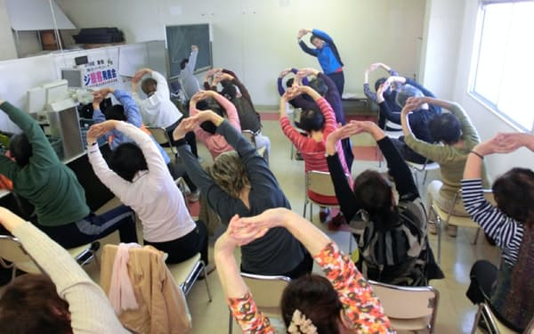 泉北ニュータウンでは高齢者向けの体操教室を開いている