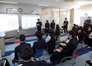 静岡県富士市立高校の生徒は東海財務局の職員と社会保障、教育の財政改革について話し合った