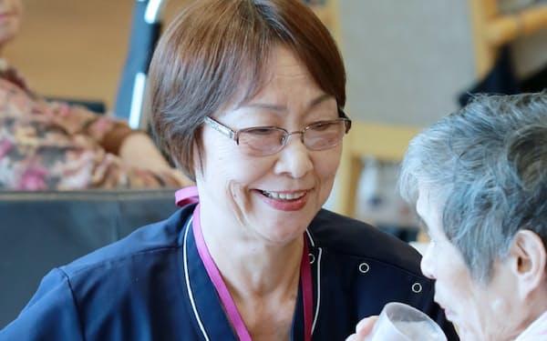 特養ホームで勤務する松村さんは72歳だ(川崎市)