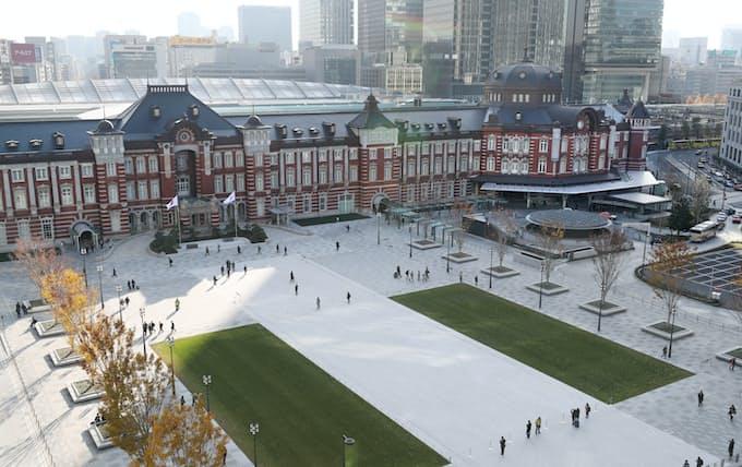 東京駅・丸の内駅前広場が完成 首都の玄関口 姿新たに: 日本経済新聞