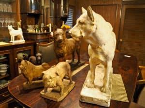 岩田の孫である要さん宅の犬像(奈良市)