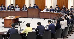 自由討議を行った参院憲法審査会(12月6日)=共同
