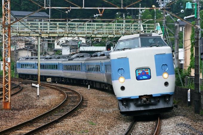 あずさ色」189系の最終列車 JR東がツアー: 日本経済新聞
