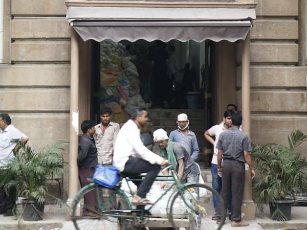 タタグループの本社「ボンベイ・ハウス」(インド・ムンバイ)=矢後衛撮影