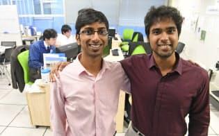 インド工科大(IIT)を卒業し、日本の印刷会社に就職したアガラワル・ゴパールさん(左)とシンデー・ラヴさん
